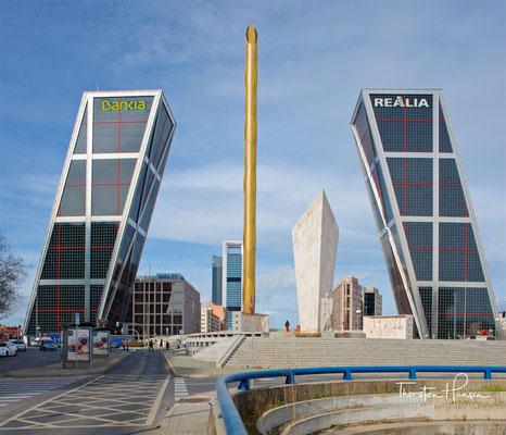 Puerta de Europa (dt. Tor Europas) ist der Name zweier schräg aufeinander zulaufender Hochhäuser an der Plaza de Castilla, einem der bedeutendsten Plätze in der spanischen Hauptstadt Madrid
