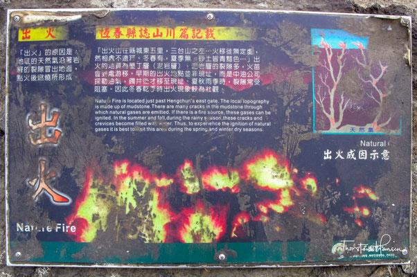 Etwas außerhalb der Reste des Osttors in der Gemeinde Hengchun liegt das Chuhua Naturfeuer. Tag und Nacht kommen hier Flammen aus dem Boden.