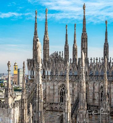 Als Bischof Karl Borromäus 1572 die Kathedrale endlich einweihen konnte, war sie im Westen noch mit einer notdürftigen Backsteinmauer abgeschlossen.