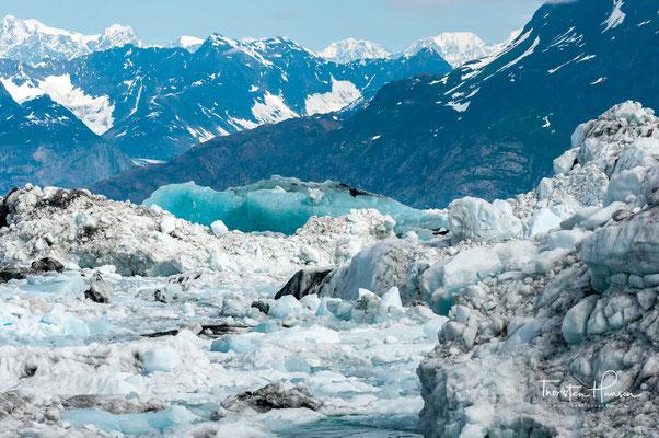 Die mittlere Gletscherbreite beträgt 1,2 km.