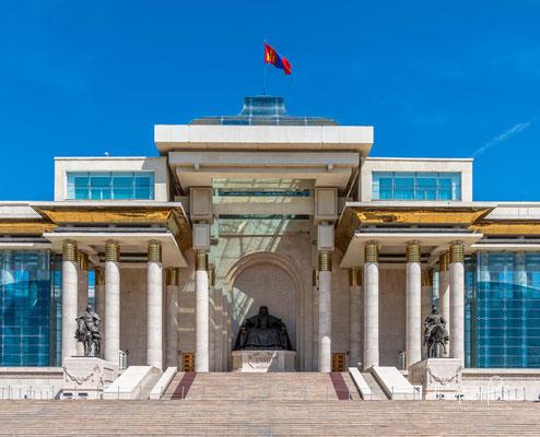 Sukhbaatar wäre sehr enttäuscht, wenn er wüsste, dass das Volk 1989 genau dort, wo er die Ansprache hielt, einen Protest gegen den Kommunismus führen musste.