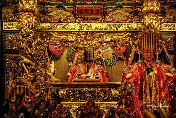 ...in Bezug auf die Hauptgottheit des Tempels, Kuan Yin.