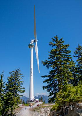 """Das """"Auge des Windes"""" mit der Aussichtsplattform auf dem Grouse Mountains. Pünktlich zu den Olympischen Winterspielen wurde am 5. Februar 2010 diese Windkraftanlage auf dem Grouse Mountain in Betrieb genommen."""