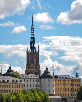 Sie hat eine mehr als sieben Jahrhunderte zurückreichende Besiedlungsgeschichte und ist seit 1643 die Residenz des Königs.