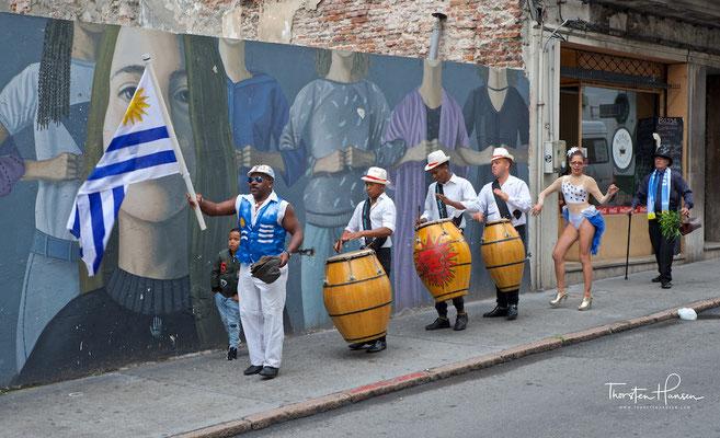 Candombe Tanz- und Trommelformation im Barrio Sur