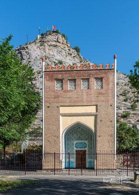 Der Suleiman-Too ist ein 1110 Meter hoher Berg, der sich die alte Handelsstadt Osch erstreckt. Er gilt bei den Kirgisen als heiliger Berg.