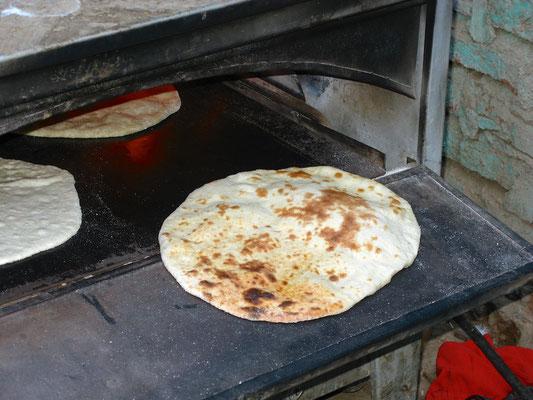 Brotbacken mit Sohad in Abu Sad