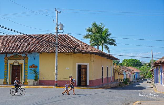 Die Stadt wurde am 8. Dezember 1524 vom spanischen Eroberer Francisco Hernández de Córdoba gegründet. Während der Kolonialzeit hatte Granada einen der bedeutendsten Häfen in Zentralamerika mit Handelsverbindungen nach Cartagena, Guatemala, San Salvador, P