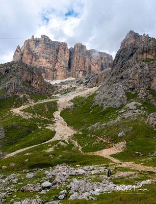 Blick auf die Sella-Gruppe und die 2848m hohe Pordoischarte
