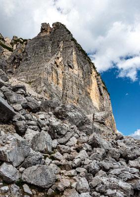 Schotterwege unterhalb des 2494m hohen Cima die Zoldani
