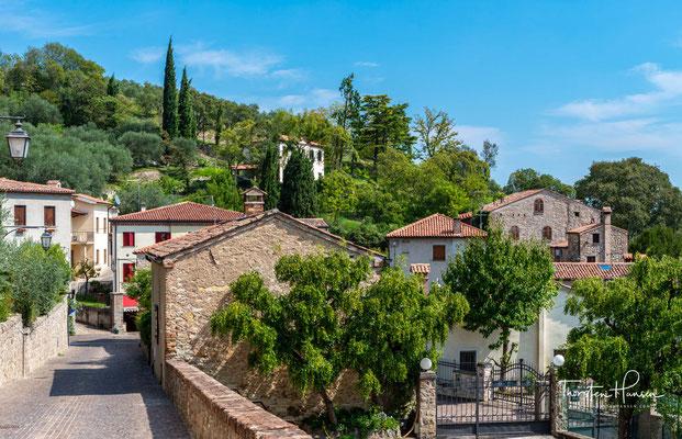 Arquà, im Gegensatz zu anderen Ortschaften aus der gleichen Epoche, ist aus Stein gebaut.