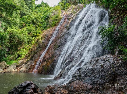 Das Landesinnere ist eine zum Großteil von Sekundärwald bedeckte Berglandschaft. Der ursprüngliche Urwald wurde bis auf wenige Reste schon vor langem abgeholzt, um Raum für Plantagen zu schaffen