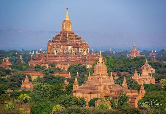 Bagan wurde durch seine ausgesprochen günstige Lage am Irrawaddy, an dem sich Handelswege aus China und Indien trafen, schon Mitte des 9. Jahrhunderts zum zentralen Ort Oberbirmas...