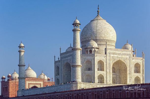 Der Bau des Taj Mahal wurde kurz nach dem Tode Mumtaz Mahals im Jahr 1631 begonnen und 1648 fertiggestellt