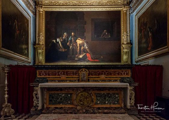 Eines der bedeutendsten Werke der Kirche ist Die Enthauptung Johannes des Täufers (1608) von Caravaggio (1571–1610)