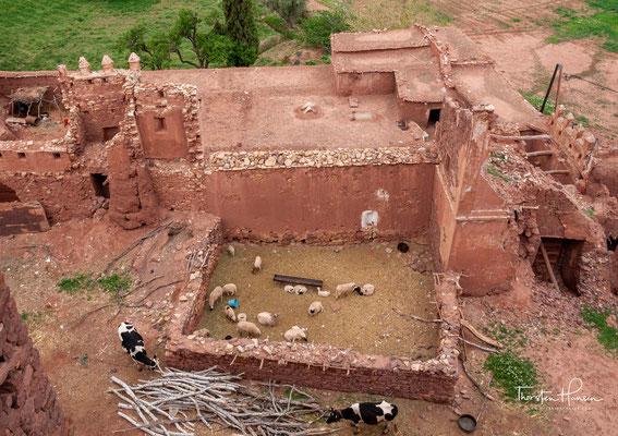 Viele Teile des Bauwerks sind aus den im marokkanischen Süden eher ungewöhnlichen Lehmziegeln errichtet; andere Teile bestehen dagegen aus dem weitaus gebräuchlicheren Stampflehm.