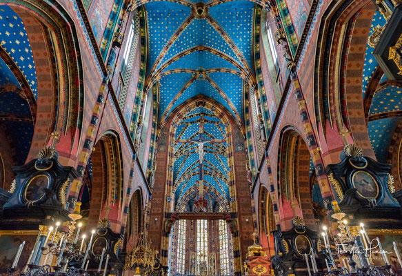 Aufgrund ihrer Geschichte, ihrer Architektur und ihrer Kunstschätze zu den Wahrzeichen der Stadt Krakau. Insbesondere ist der Hochaltar aus der Werkstatt von Veit Stoß weltweit bekannt.