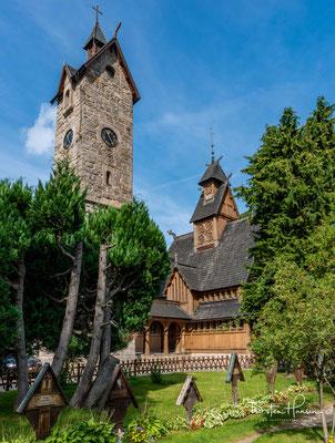 Zum Schutz vor starken Winden entschieden sich die Erbauer der Kirche dazu, den 18,6 Meter hohen Glockenturm aus Stein zu errichten.