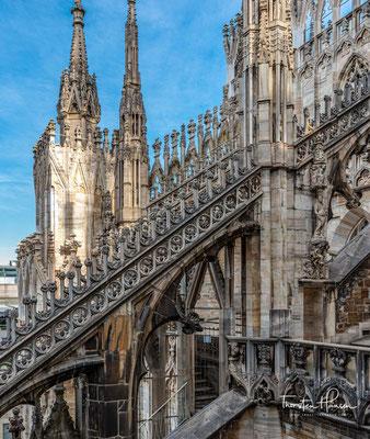 Zuvor befanden sich an der Stelle des Doms nach einem Tempel aus römischer Zeit eine frühchristliche Kirche Santa Maria Maggiore...