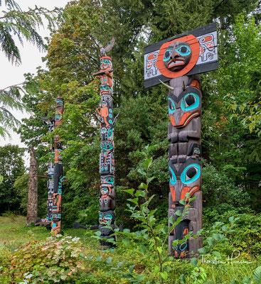 Verschiedene Totempfähle im Stanley Park, Vancouver. Totempfähle erinnern an die ehemaligen Bewohner des Parks