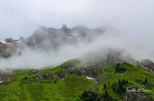 Bei gutem Wetter erwartet den Wanderer heute eine der landschaftlich schönsten Etappen der gesamten Alpenüberquerung mit grandiosen Bergpanoramen