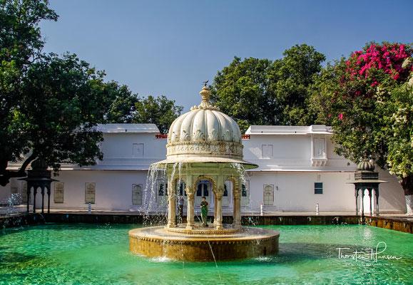 Der Saheliyon-ki-Bari - der Garten der Ehrenjungfern grenzt an den Fateh-See (Fateh Sagar) in Udaipur, liegt also nördlich des Stadtpalastes