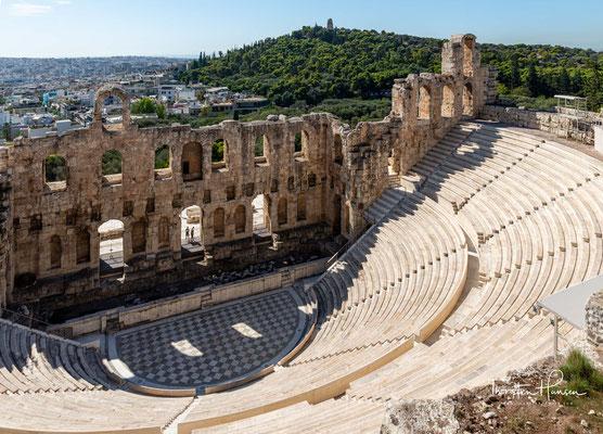 Nach dem Odeon des Perikles und dem Odeon des Pausanias war es das dritte Gebäude mit dem Namen Odeon in Athen. Herodes Atticus schenkte das Theater im Jahr 161 n. Chr. seiner Heimatstadt und widmete es dem Andenken seiner Frau Regilla.