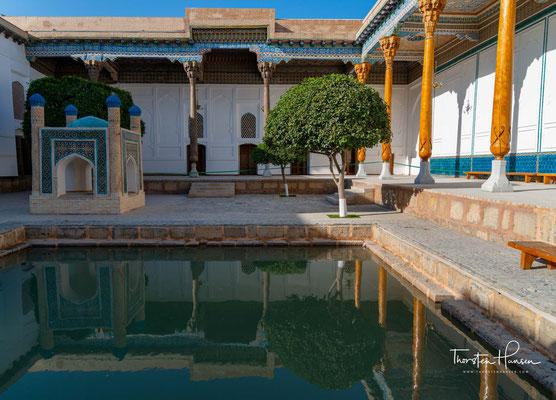 Baha-ud-Din Naqschband Buchari  * 1318 bei Buchara; † 1389 ebenda) war der Namensgeber des Naqschbandīya-Ordens, eines der größten und einflussreichsten muslimischen Sufiorden