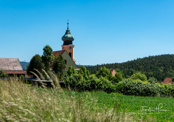 """Der Ort Roggenstein ist spätestens ab dem Jahre 1150 belegt, als ein """"Adalbert de Rakindorf"""" (Roggenstein) bei einer Schenkung dreier Brüder an das Kloster Reichenbach erwähnt wird."""