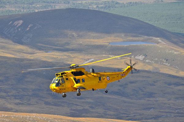 Rettungseinsatz über den Cairngorm Mountains