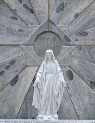 Maria Statue in der Verkündigungsbasilika in Nazareth