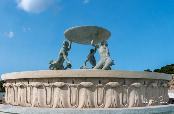 Er wurde nach Vorlagen des einheimischen Bildhauers Vincent Apap in den Jahren 1955 bis 1959 gefertigt.
