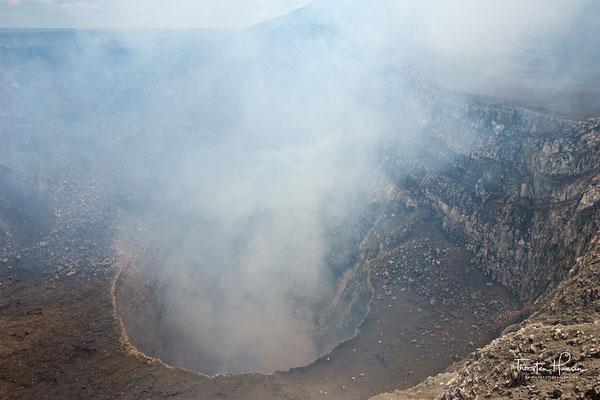 Blick in den Santiago-Krater des Vulkans