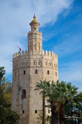 """Der Torre del Oro (""""Goldturm""""), ein zwölfeckiger Turm am Guadalquivir"""