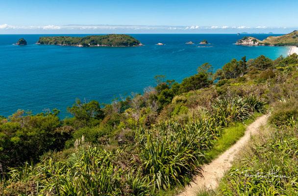 Vom nördlichen Ende des Strandes führt ein Weg oben am Kliff entlang und dann hinunter in die Bucht. Insgesamt braucht man dafür etwa eine Stunde.