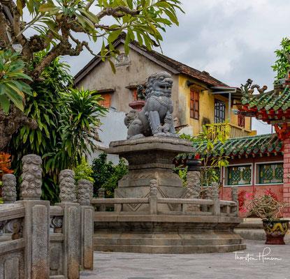 Sie ist die prächtigste und größte Versammlungshalle in der Altstadt Hoi Ans. Erbaut wurde Sie im Jahre 1792 mit drei getrennten Höfen.