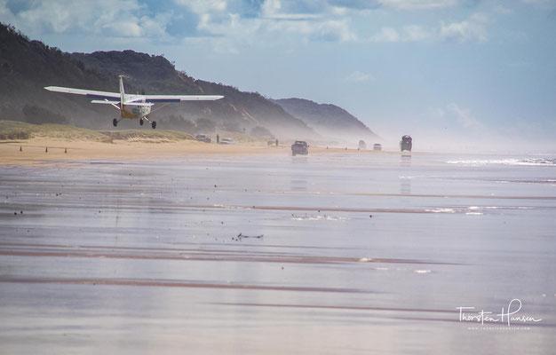An der Ostküste der Insel liegt der 75 Mile Beach. Er gilt als offizieller Highway, ist durch Fahrzeuge mit Allradantrieb befahrbar und dient zugleich als Flughafen für Kleinflugzeuge.