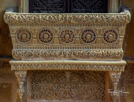 Die Havelis sind eigentlich Fenstergitter (die Bezeichnung ist dann auch auf die mit solchen Gittern geschmückten Häuser übergegangen), auf die man hier sehr stolz ist und die mit vielen Anekdoten verknüpft sind.