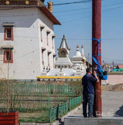 Bis zum Ende der Mongolischen Volksrepublik war das Gandan-Kloster das einzige Kloster der gesamten Mongolei, in dem religiöse Zeremonien – unter Kontrolle der Geheimpolizei – stattfinden durften.
