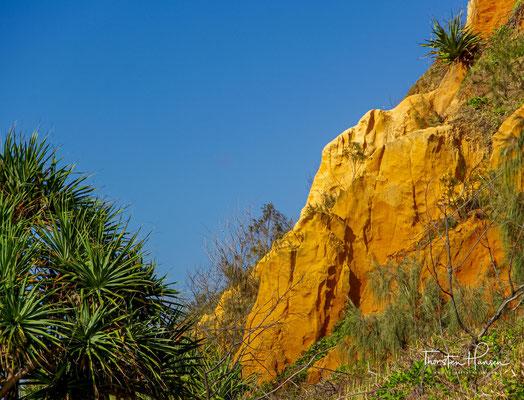Durch sein Fernrohr sah er mehrere Menschen auf der Landspitze Indian Head und vermerkte dies in seinem Logbuch.