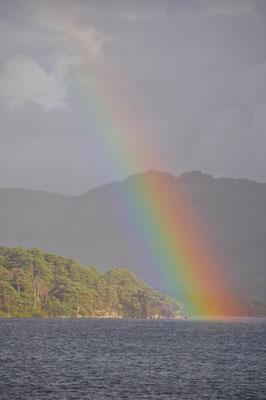 Regenbogen über dem Loch Morar