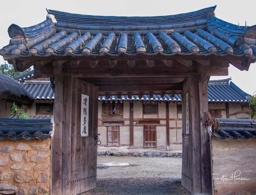 Während der Joseon-Zeit kamen viele berühmte Politiker und Gelehrte aus dem Dorf und ab dem 16. Jahrhundert war das Dorf als Ursprung des aristokratischen Klans, der in der südöstlichen Region des Landes großen Einfluss hatte, bekannt