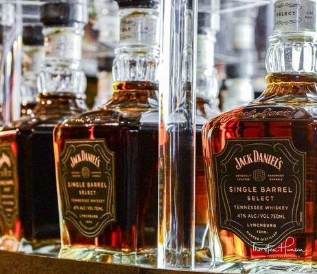 Nach Angaben von Jack Daniel's sorgt diese für den typischen Geschmack und die Milde. Bei diesem Filterverfahren sickert der Whiskey ungefähr zwölf Tage lang tropfenweise durch eine etwa drei Meter dicke Schicht aus Holzkohle