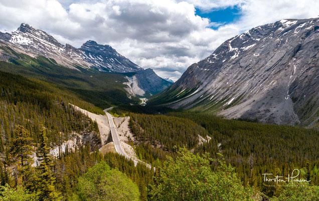 Der Icefields Parkway (französisch Promenade des Glaciers) ist ein 230 Kilometer langes Teilstück des Highway 93. Der Parkway gilt als eine der schönsten Fernstraßen der Welt