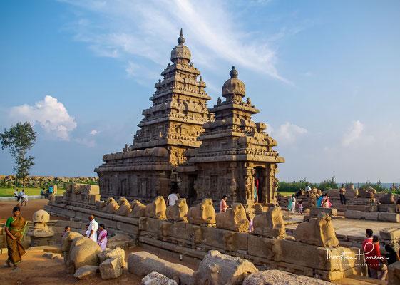 Mit seinem Tempelturm (vimana), der sich über der Cella (garbhagriha) erhebt, war er prägend für die Entwicklung des Dravida-Stils.