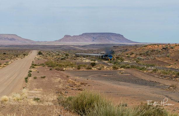 Der Holoogberg ist ein frei stehendes Massiv im Süden Namibias. Das Massiv hat eine Fläche von zirka zehn Quadratkilometern und ist 1224 m hoch.
