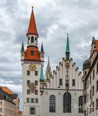 Es wurde von 1470 bis 1475 durch Jörg von Halsbach im spätgotischen Stil erbaut und war bis 1874 Sitz des Münchner Magistrats.
