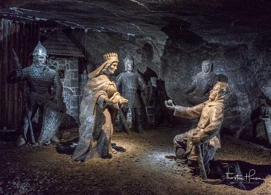 Die Salzsiederei in der Gegend von Wieliczka ist sehr alt. Als die Salzquellen zur Mitte des 13. Jahrhunderts erschöpft waren, wurde unter Tage nach Salzsole gesucht und dabei die Steinsalzlagerstätte entdeckt.