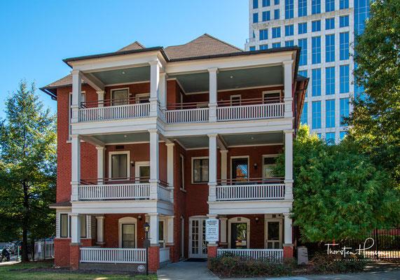 Das heute als Margaret Mitchell House bekannte Backstein-Gebäude in der Crescent Avenue dient heute als Museum und gewährt ganzjährig Einblick in das Leben von Margaret Mitchell.