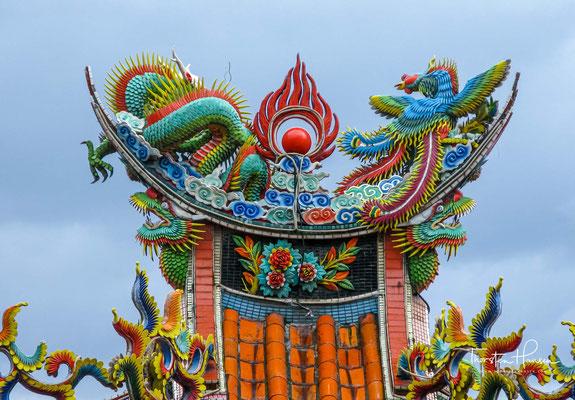 Die Rückseite des Dali Tiangong Tempels neigt sich zum Caoling Berg. Es zeigt in Richtung des blauen weiten Pazifischen Ozeans. Die geografische Umgebung des Dali Tiangong Tempels ist wunderschön und strahlend.